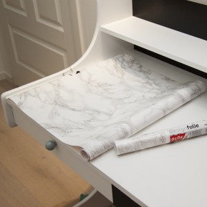 Etter 5-6 strøk med maling. Design Folie (marmor) fra Panduro