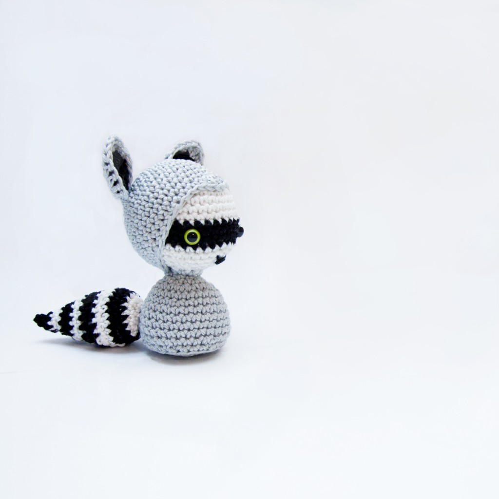 Raccoon crochet free amigurumi pattern