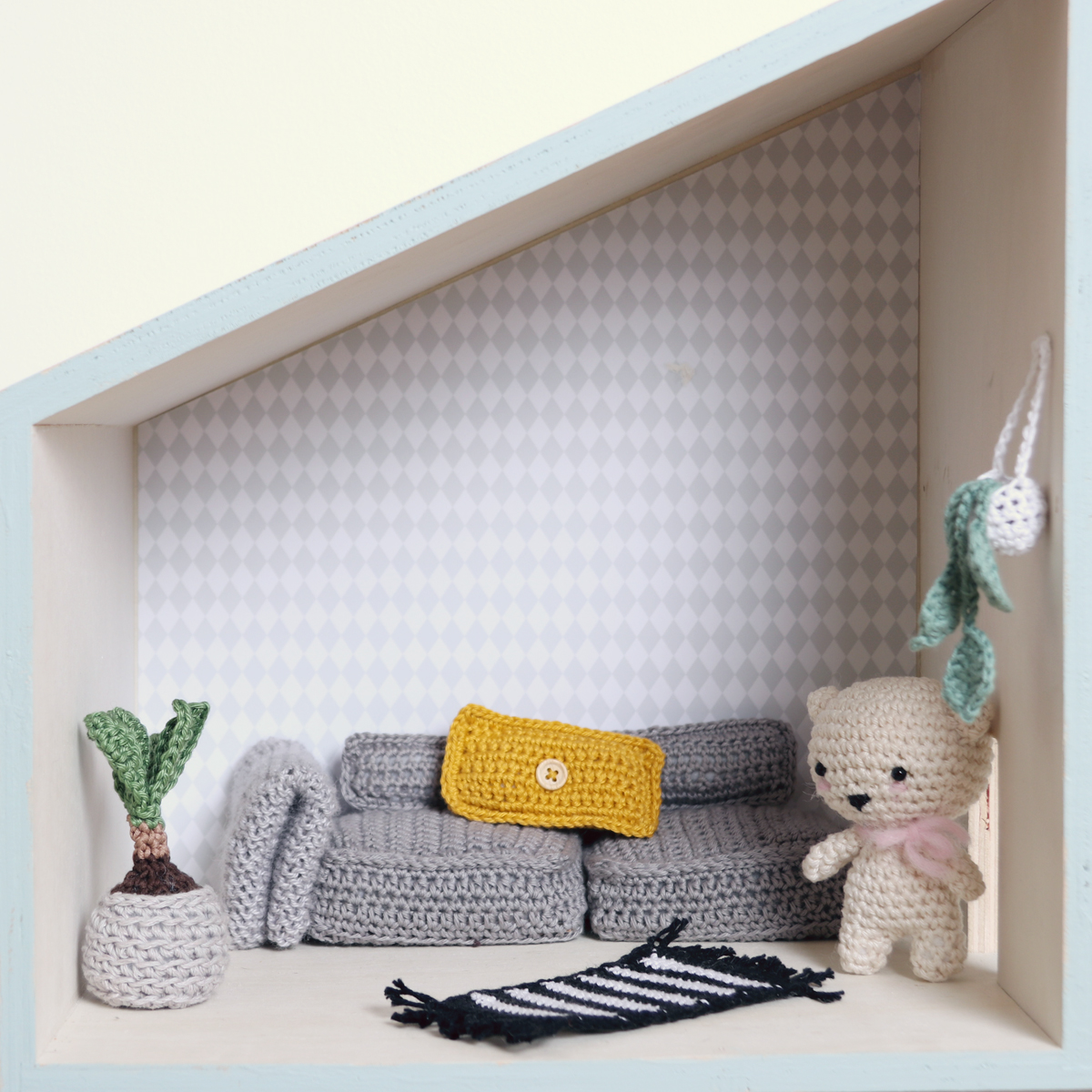 Doll House Advent Calendar 2017 by Ina Rho (crochet hanging plant)